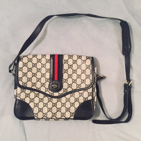 6f8aa5196ab Gucci navy crossbody bag In great condition! It has a total - Depop