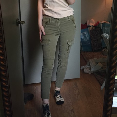 91629d66 @tessab73. 2 years ago. Chicago, IL, USA. ZARA WOMAN green cargo pants.