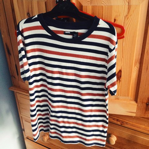 31060d7219 @alice_oldershaw. 3 years ago. Nottingham, United Kingdom. Urban Outfitters  navy, orange and white striped T-shirt.