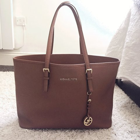 a6fb24e39aee Genuine Michael Kors brown leather tote. Purchased late 2014 - Depop