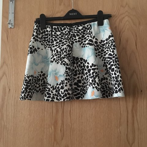 3c7d9b09 Zara floral patterned mini skirt size M PC leather trim at - Depop