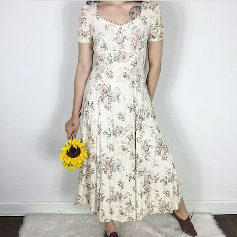 d79192bb76b8 @theprairiemisfit. 2 years ago. Tulsa, United States. VINTAGE SUMMER RAIN  DRESS. Casual and elegant. Would suit a small bust very well. Size S/M ...