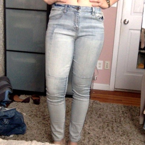 6beaafe993 Patchy light wash skinny denim jeans from forever 21. They a - Depop