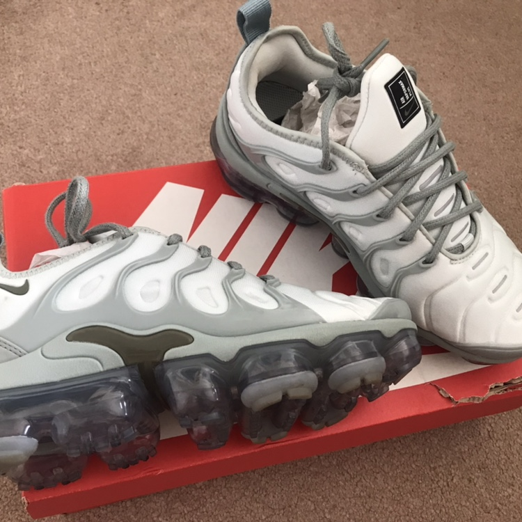 cheap for discount 22132 1b705 Nike Air VAPORMAX PLUS W Trainers - size 4 - worn... - Depop