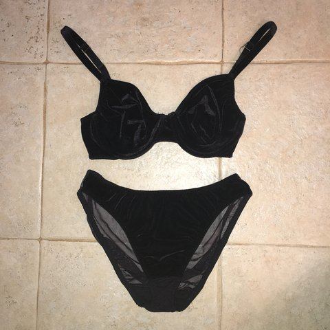 3413f7fbf Vintage 90s warner s black velvet bra and undies set for my - Depop