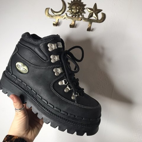 f2169348fd60 REDUCED FROM £185 LIMITED TIME The dream 🖤 Vintage Skechers - Depop