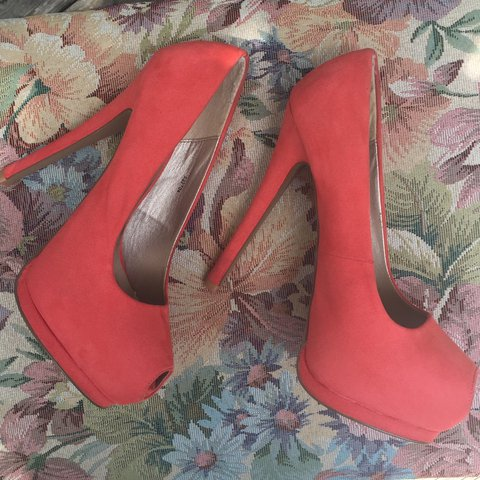 724db25fa47 Suede salmon colored pumps! With a super high heel and to on - Depop