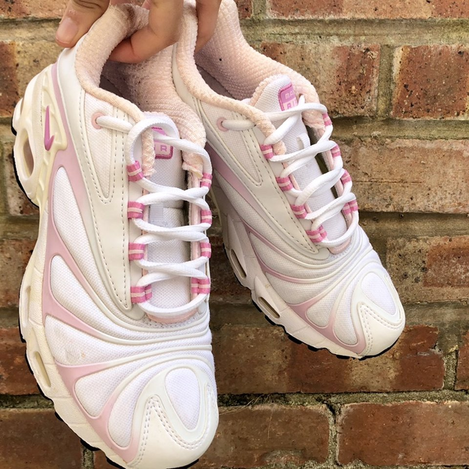 pink and white tns