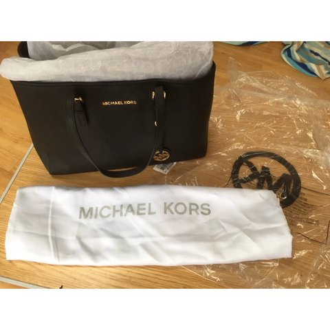 b923035d49ad Open to offers!!!! Authentic Michael Kors bag Colour - black - Depop