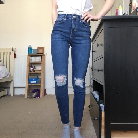 123c08291d3 @ella_fox. last year. Brighton, United Kingdom. New Topshop Jamie jeans in  mid/dark blue with ripped knees, distressed ...