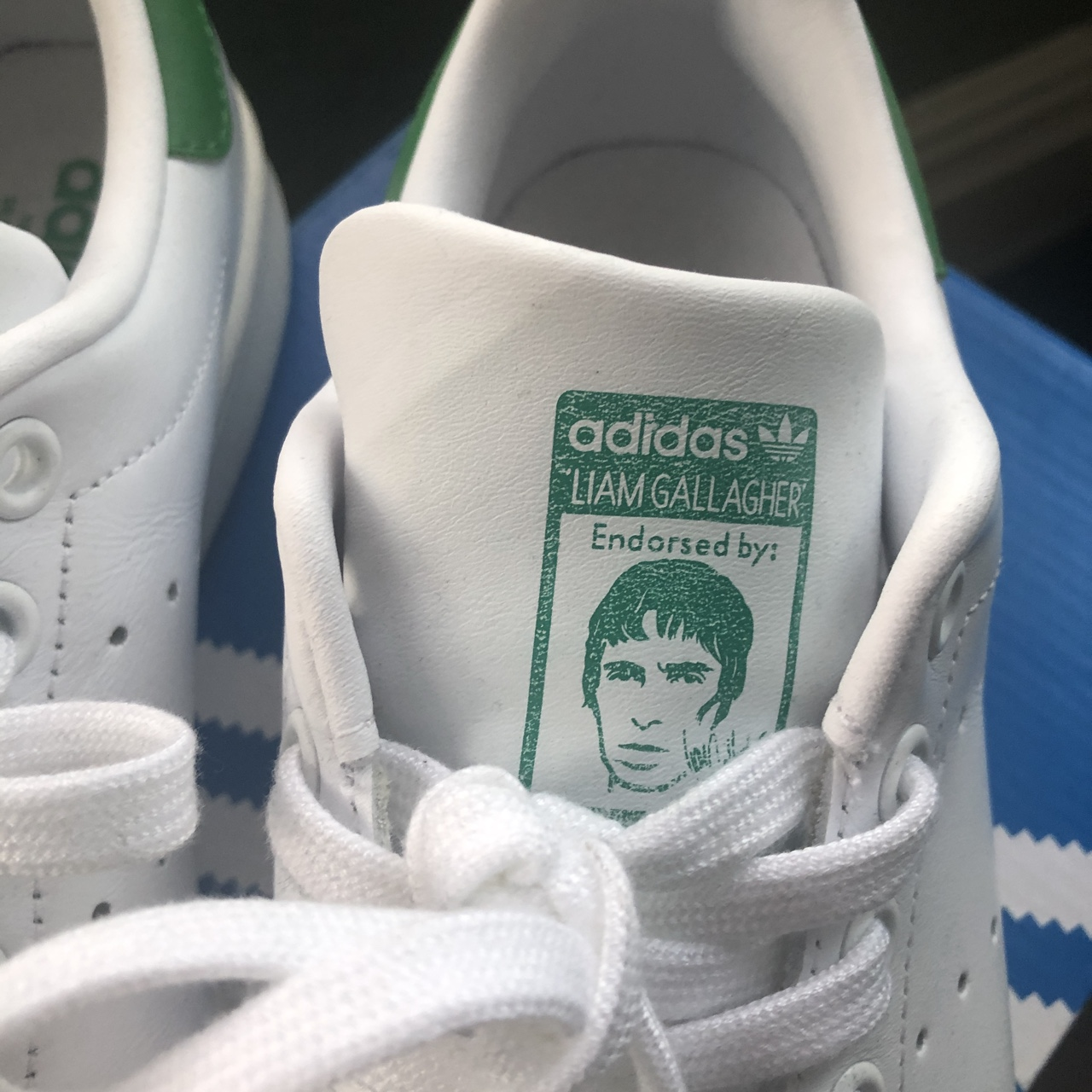 Oasis stan smiths very rare trainer