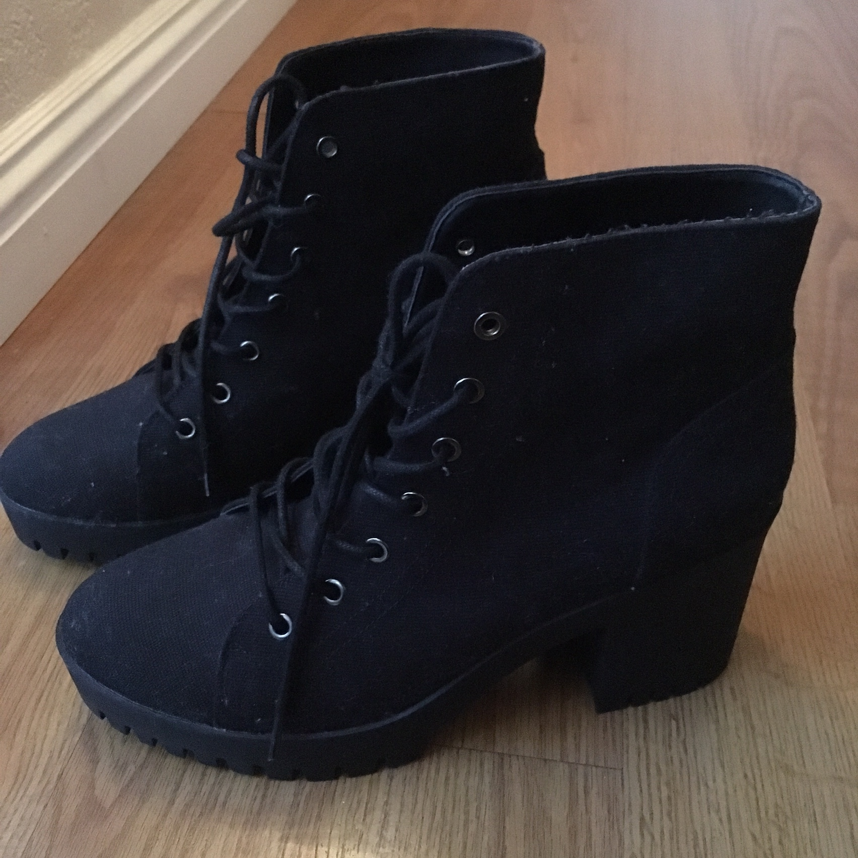 Cute black ankle boots with medium heel
