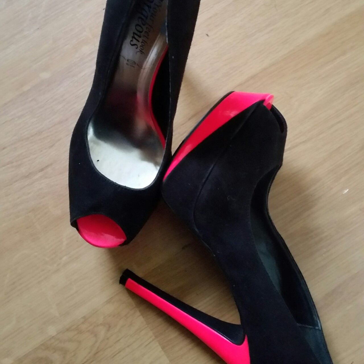 black and hot pink heels