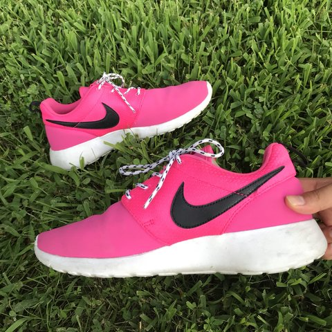 15c4f7c1ad13 Pink Nike Roshe Runs 💘💘 Youth size 6 - Women s size worn - Depop