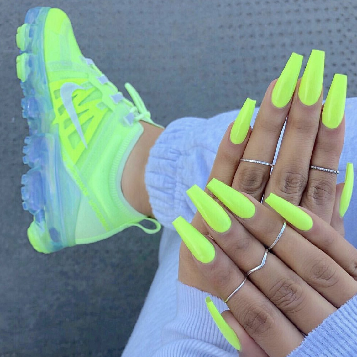 best sneakers 08ef4 be966 Women's 2019 neon yellow vapormax, worn a handful of ...