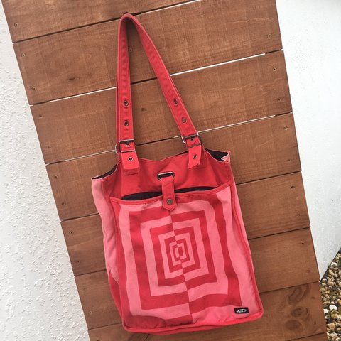 f0f0554030 Vans off the wall optical illusion canvas tote bag purse in - Depop