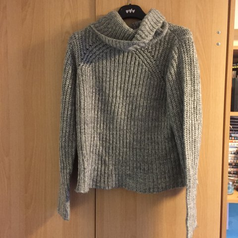 207c5d1e @aliyahturnbull. 2 years ago. Nottingham, UK. New look grey roll neck jumper!  Size 10 but would fit a 6 ...