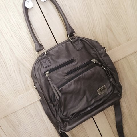 6c6f328b928 @meg944. 2 years ago. United Kingdom. Selling my vans brown leather bag!  Brought this in America ...