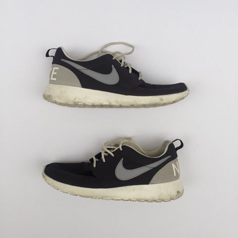 ea7c02f963e4 Nike roshe run trainers ⭐ size 6. Theres a few marks as in - Depop