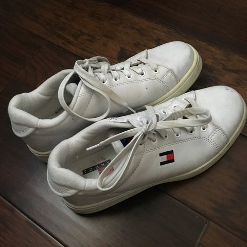 3b59a276a4b9 🍯 Vintage tommy sneakers 🍯 neat tommy hilfiger sneakers!! - Depop