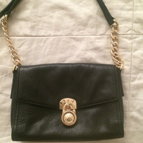 7687a69b7518 @robynsarah1. 3 years ago. Toronto, ON, Canada. Michael Kors black leather  purse. Gently used ...