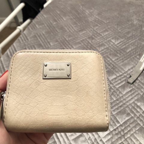 c0562bb7ab9e @maddieholt. 8 months ago. Chorley, United Kingdom. Genuine Michael kors  purse. Great condition