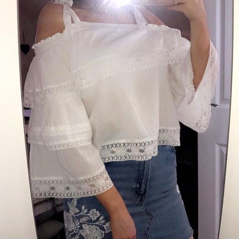 4a37b4faca1d2 SELLING TOPSHOP white off the shoulder frill sleeve top