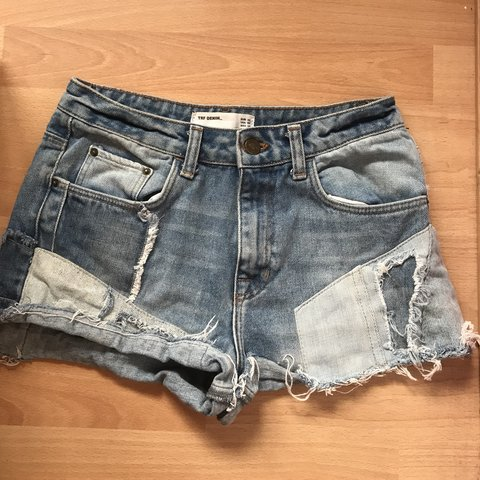 dc18603a @elliewilliams19. 5 months ago. Newport, United Kingdom. Zara size UK 6/EU 34  denim shorts.