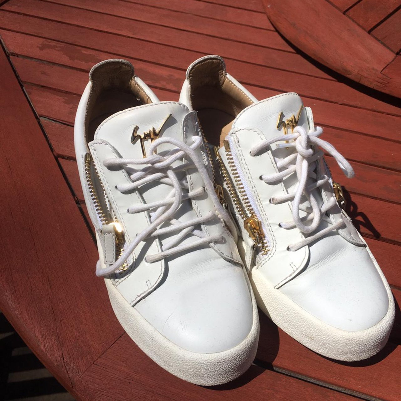 SIZE 6 WHITE GIUSEPPE GOLD ZIP TRAINERS