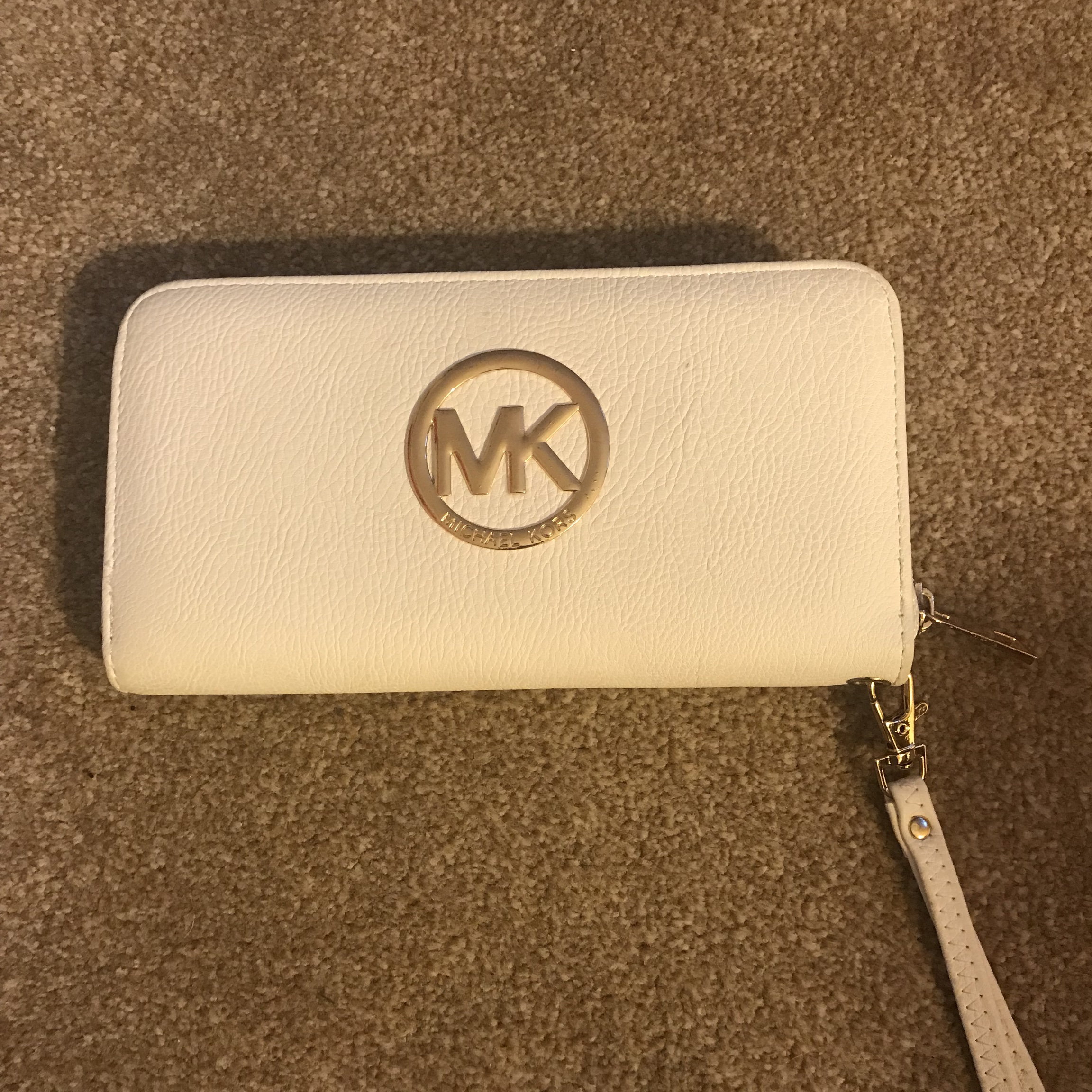 the best great deals reasonably priced FAKE MICHAEL KORS white purse So cute and so nice... - Depop