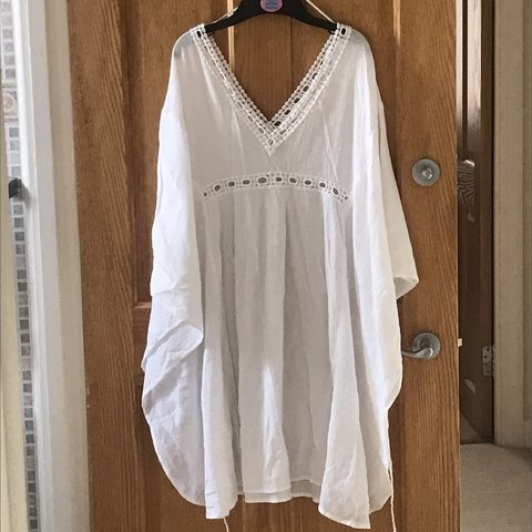 b77a897ac9 @anisahhxo. 11 months ago. London, United Kingdom. White beach kimono/cover  up/kaftan from Accessorize in excellent condition!
