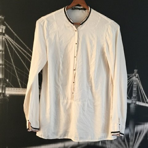 1c3b72c6e9884 Zara Trafaluc Silky mandarin collar blouse Just bought this - Depop