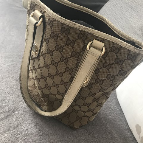 f9428a06e7ce 100% authentic Gucci bag. Comes with pouch. -Used- few but - Depop