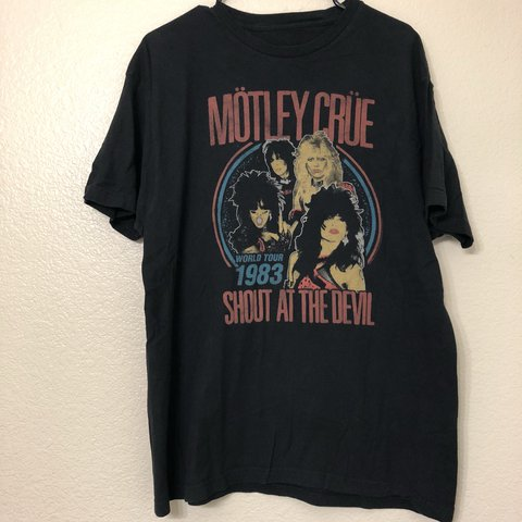 cf98105672c Motley Crue shout at the devil men s preowned black t shirt. - Depop