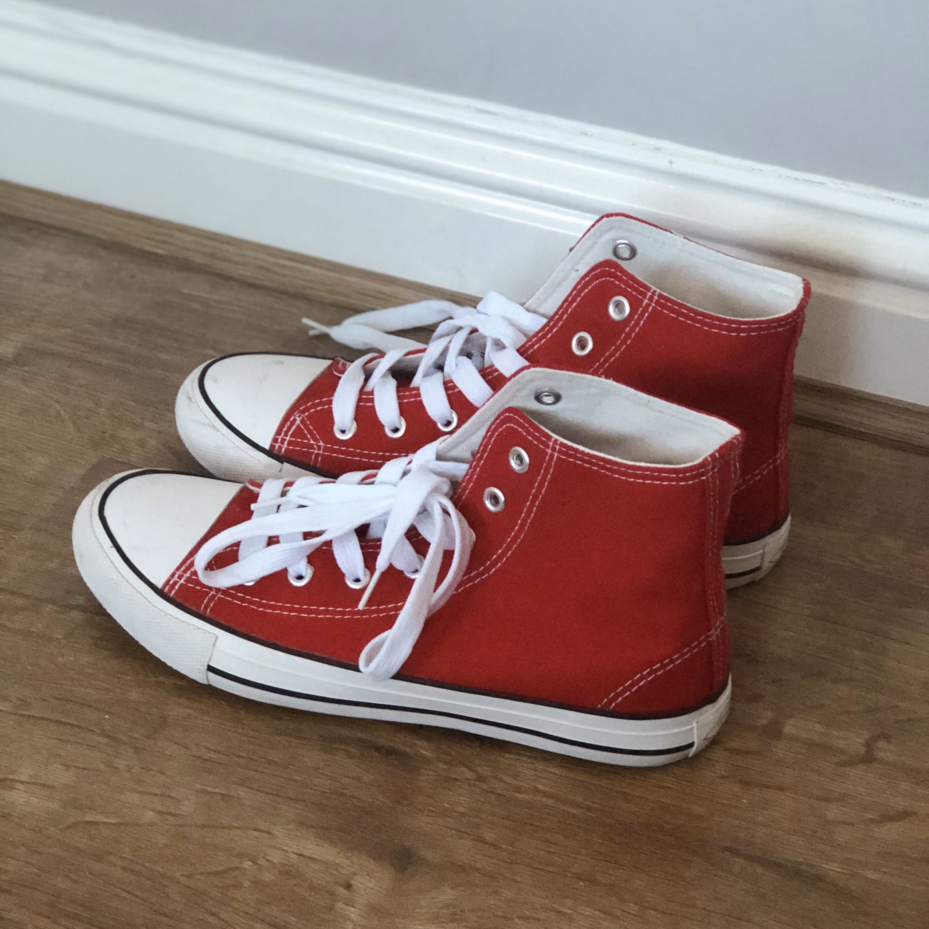 red converse style