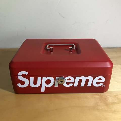 5417551098d1d1 Supreme Lock Box Meet up, anywhere in central London - Depop