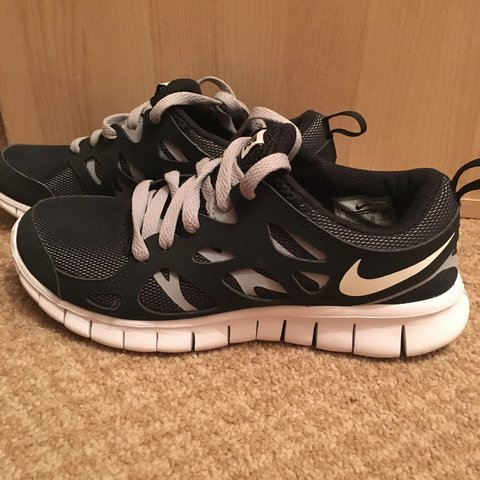66179cef153a0 NEEDS TO GO! Nike free run 2 trainers black grey white Great - Depop