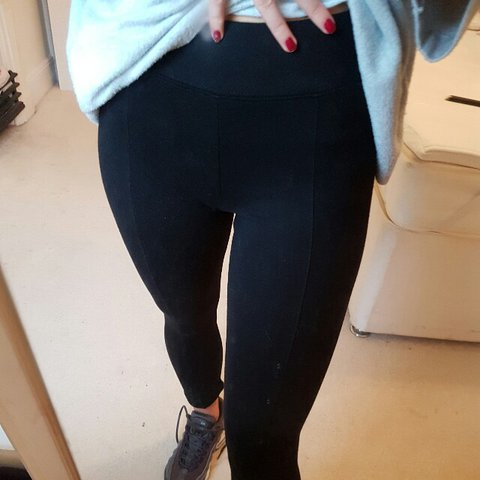 c4b210cf0018f @laurenroberts16. 2 years ago. Isle of Wight, United Kingdom. Black leggins.  Thick material with a thick waist band.