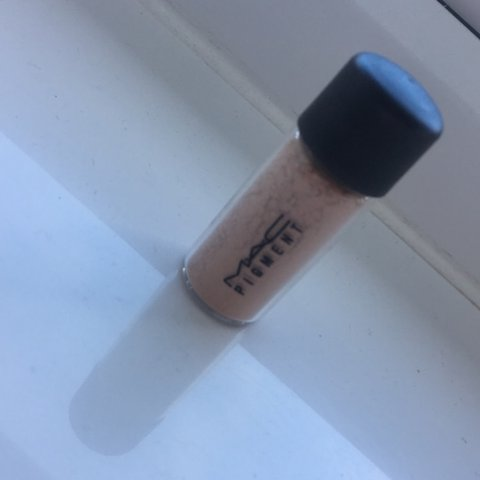 4a530473c Mac Naked Pigment, little travel size! Don't use this, just - Depop