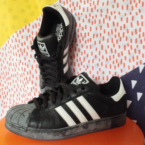 5e3140fda283 VINTAGE ADIDAS Originals Superstar shell toe sneaker 2003 7 - Depop