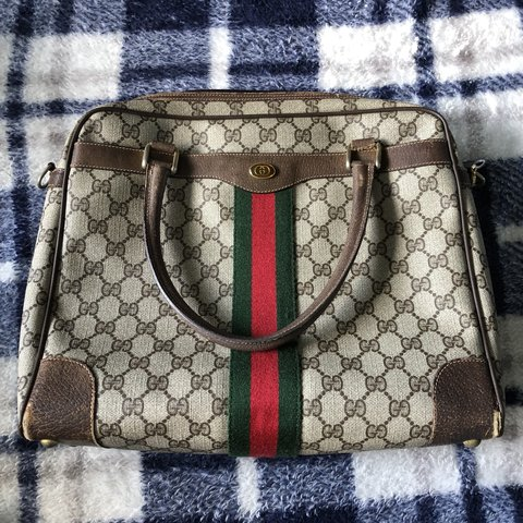 4b492f93517 Authentic vintage Gucci purse has some wear to it