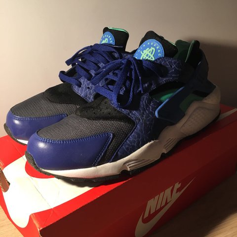 big sale a41c5 a3817  fezy. last year. London, United Kingdom. Nike Huarache Men s UK size 9 EUR  44. DEEP ROYAL BLUE BLUE HERO-GREEN ...