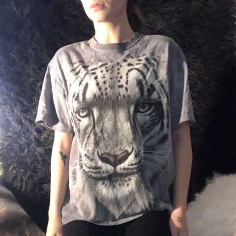 ffb6174adda146 @analiesewalshxo. 4 months ago. Alexandria, United States. Selling this  baggy vintage snow leopard grey graphic tee shirt from the Bronx zoo in New  York🐆 ...