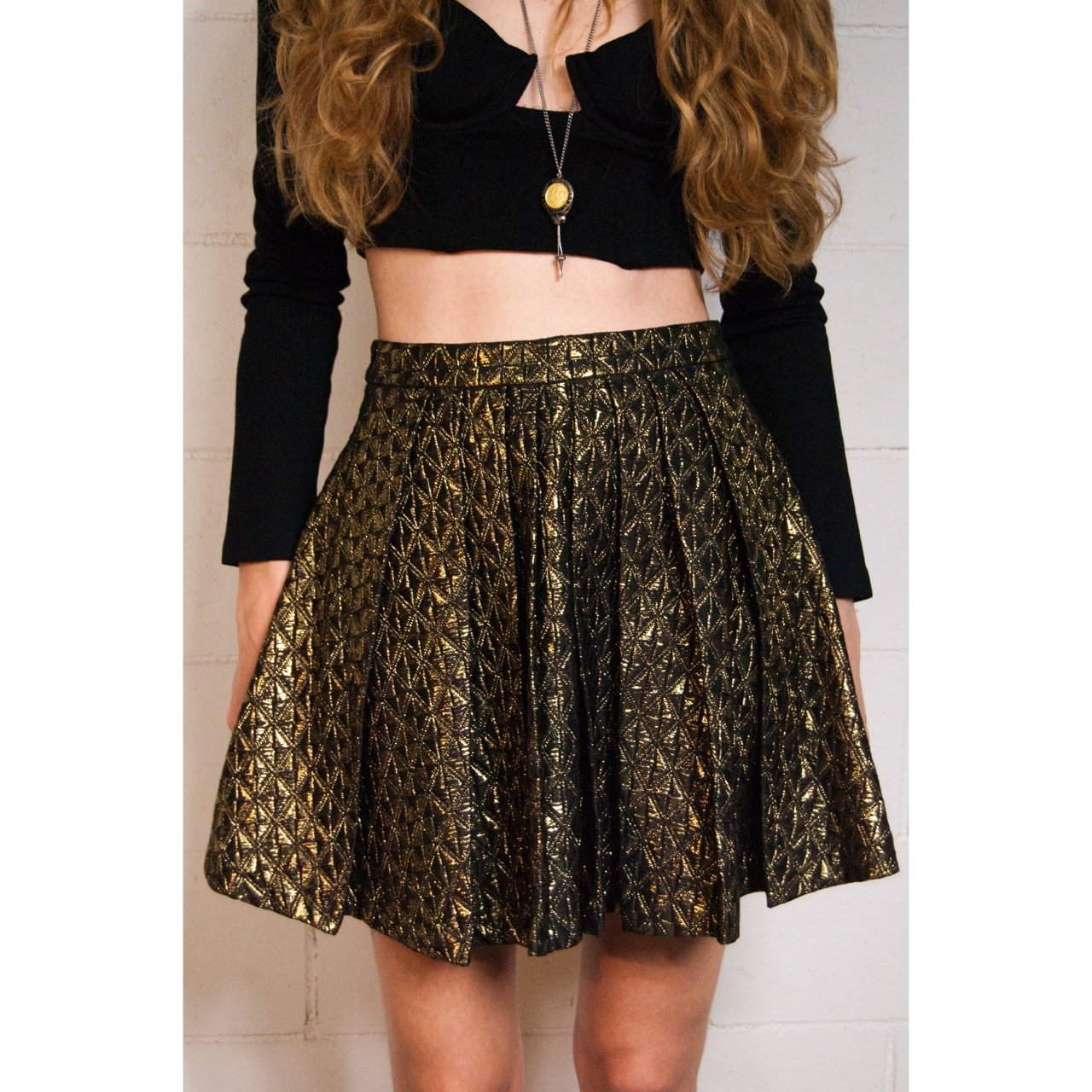 high-waisted mini skirt in an amazing black-and-gold never - Depop 1c449c3162c