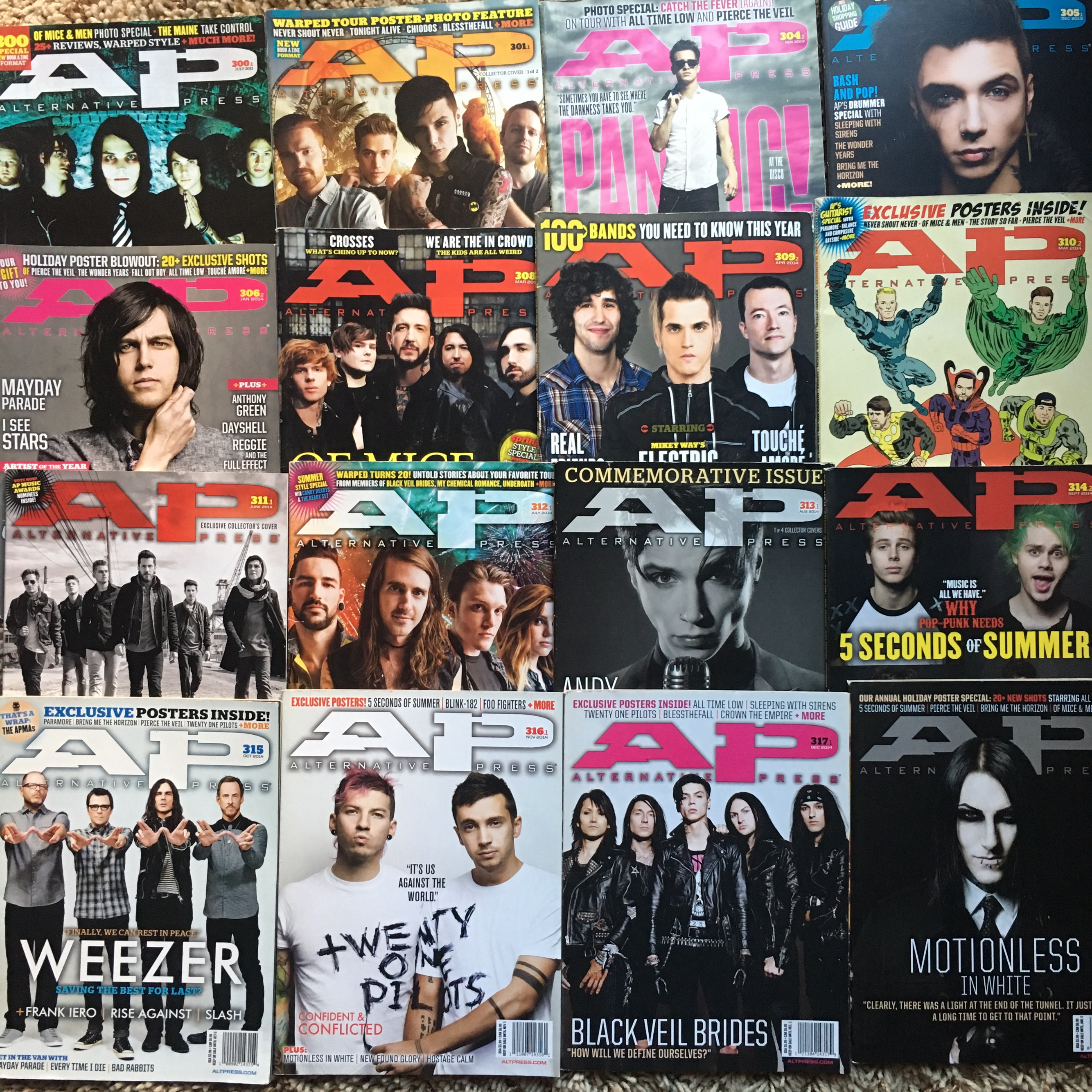 FLASH SALE!!! 31 music magazines!! Alternative    - Depop