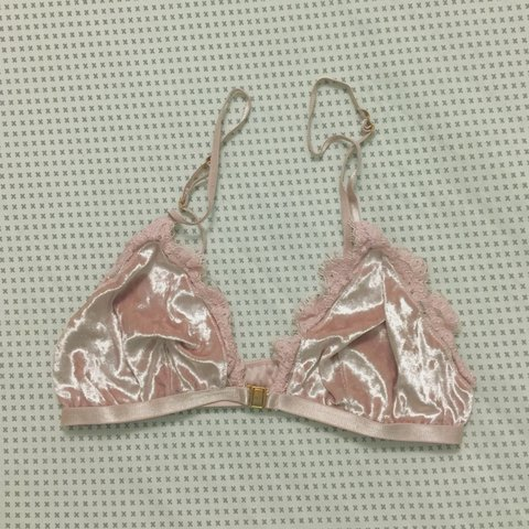 884eaccb60793 🌸🌷 topshop velvet and lace pink triangle bra 🌷🌸 - size - Depop