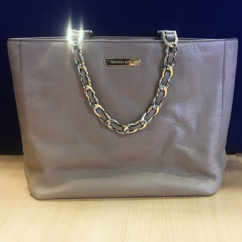 910864d7ce5e @samanthapace. 2 years ago. Essex, UK. Michael Kors bag, hardly ever used  very good condition.