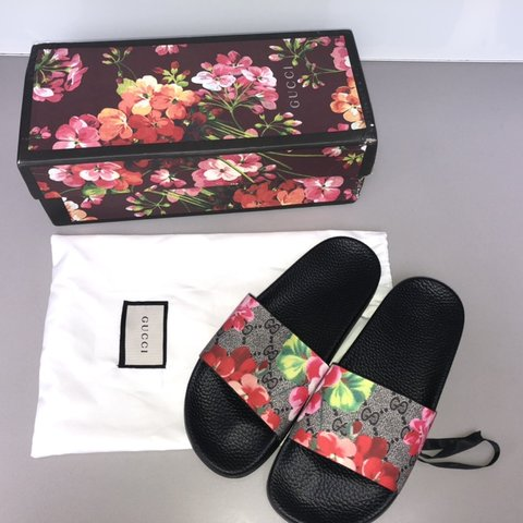 ea949074 Gucci sliders Perfect for the summer Bloom print Size 4/5 - Depop