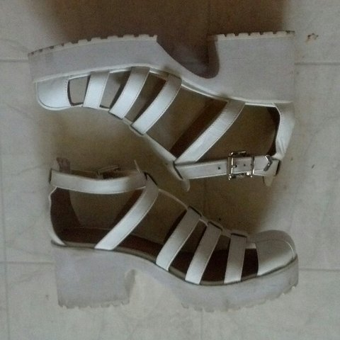 795d9c7825f Shellys London white leather chunky 90s heel
