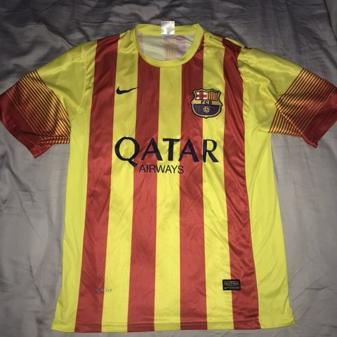 fdf6650e301 Men s FC Barcelona Lionel Messi Away Kit Red and Yellow Size - Depop